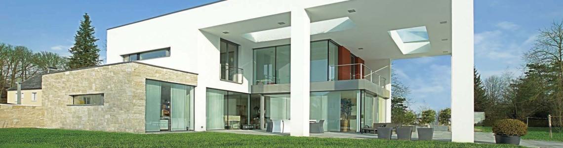 Več modelov energijsko varčnih lesenih in plastičnih oken ter kombinacije ALU – LES in ALU – PVC avstrijskega podjetja Actual